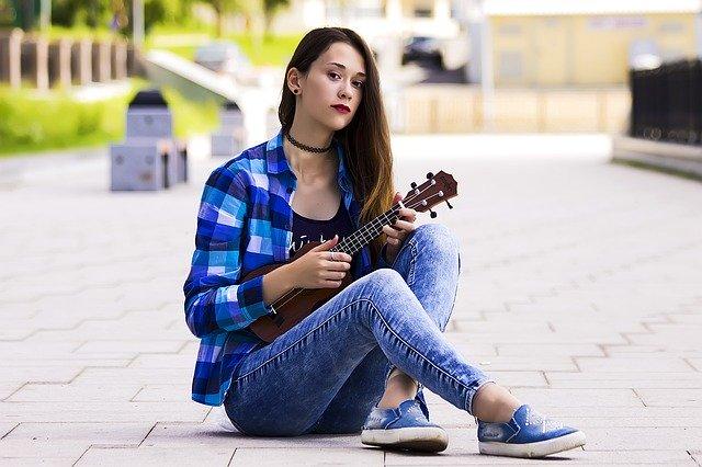 Hrajte na hudební nástroj